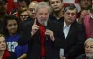 Lula recorre ao STF e tenta adiar prazo para mudança de chapa