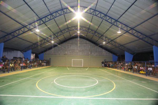 Prefeitura de Riachuelo inaugura quadra de esportes do bairro Divineia