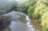 Prefeitura fiscaliza rio Poxim para averiguar degradações ambientais