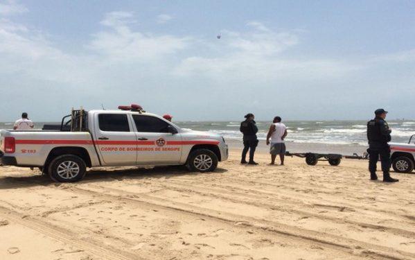 Pescador que desapareceu depois de naufrágio é encontrado em Aracaju