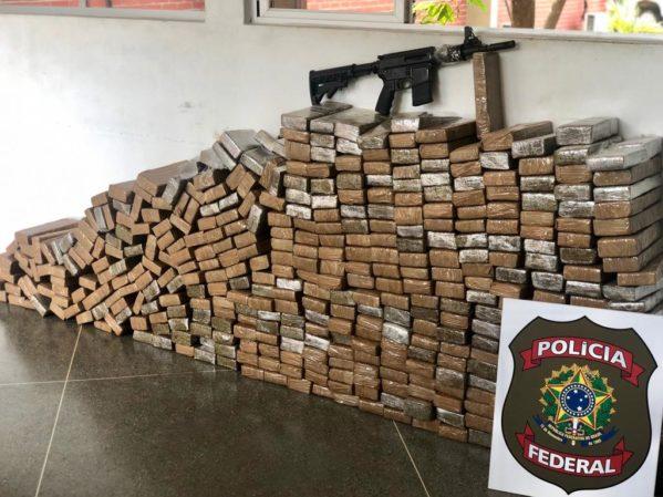 Polícia Federal apreende 321kg de maconha e fuzil em Cristinápolis