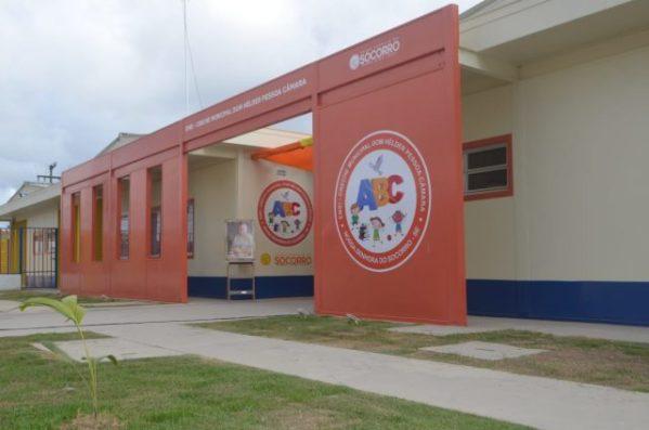 Prefeito de Socorro entrega nova creche para os moradores do Mutirão, no Conjunto João Alves