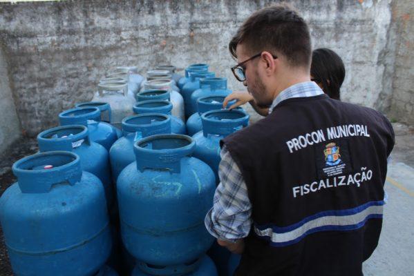 Pesquisa do Procon constata redução nos preços do gás de cozinha em Aracaju
