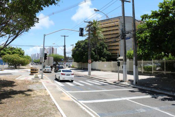 Novos semáforos da avenida Adélia Franco começam a funcionar