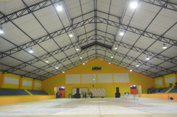 Após reforma completa na cobertura do ginásio, complexo desportivo do Sesi é entregue à população