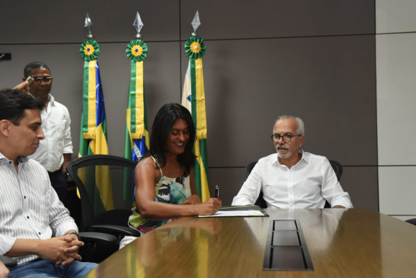 Edvaldo viaja a Europa para Congresso e Eliane assume Prefeitura de Aracaju