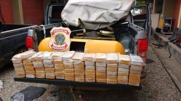 Operação da Polícia Federal prende duas pessoas, apreende cerca de 120 Kg de cocaína e R$ 880 mil