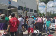 Marchantes fazem protesto em frente à Câmara de Itabaiana
