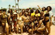 Contra o preconceito, mulheres fazem ato 'Vai Ter Gorda na Praia' em Itapuã, em Salvador