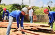 Bolsonaro decreta a construção civil e indústria como serviços essenciais