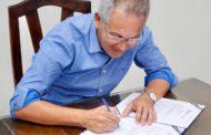 Prefeito Marcos Santana assina ordem de serviço que destina mais de R$ 4 milhões para obras no Rosa Maria
