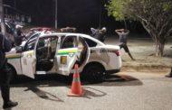 Equipes da CPTran apreendem arma de fogo em táxi durante blitz na Rodovia João Bebe Água