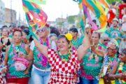 Foliões lotam Centro Histórico de São Cristóvão para curtir segundo dia do Carnaval dos Carnavais