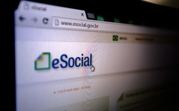 Empresas têm até esta terça-feira para inscrever empregado no eSocial