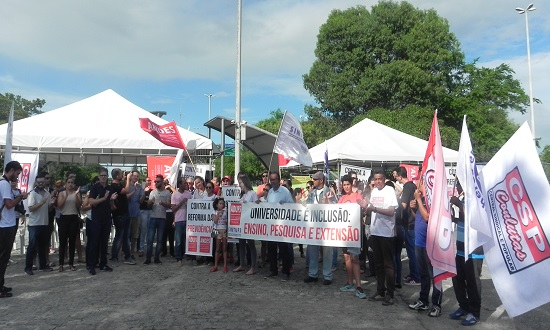 Funcionários e estudantes da UFS, IFS e HU aderem a greve nacional