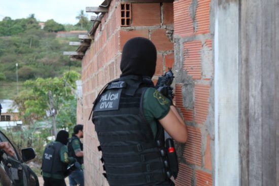 Polícia Civil cumpre mandados de prisão contra autores de feminicídio em Sergipe