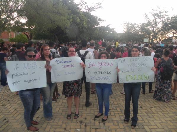 UFS tem protesto contra corte de verbas e declaração de ministro