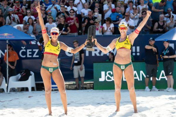 Duda e Ágatha são campeãs de etapa de mundial na República Tcheca
