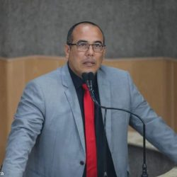 Justiça concede liminar que suspende decreto que extinguiu funções na UFS e no IFS