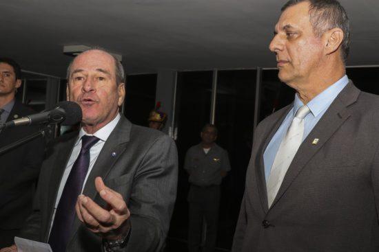 Situação na Amazônia não está fora de controle, diz ministro da Defesa