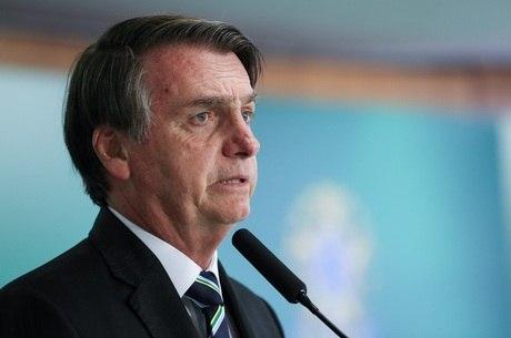 Presidente Jair Bolsonaro sanciona lei que amplia posse de arma no campo