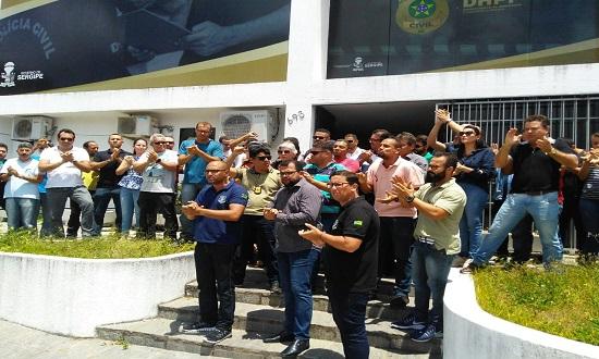 PC cruza os braços em protesto ao recuo do Governo nas negociações
