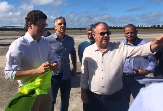 Belivaldo reconhece 'vacilo do governo federal' com óleo nas praias