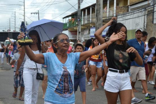Fiéis tomam as ruas do Bugio em celebração a Nossa Senhora Aparecida