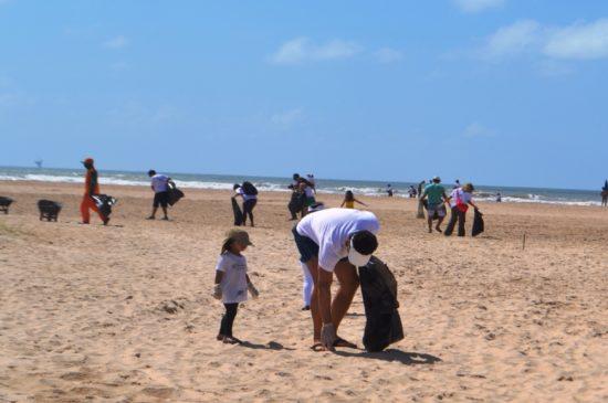 Movimento convida voluntários para limpeza de praia neste sábado, 19