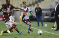Em jogo de oito gols e duas viradas, Flamengo e Vasco empatam no Maracanã
