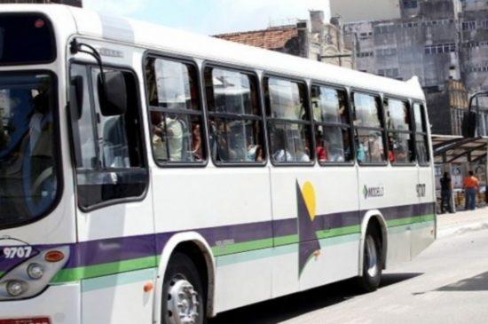 Criança de sete anos morre atropelada por ônibus no bairro Industrial