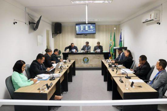 Umbaúba: Vereadores recebem mensagem do prefeito na abertura dos trabalhos legislativos