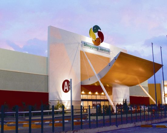 Funcionários dos shoppings Jardins e RioMar pedem fechamento de lojas para período de quarentena