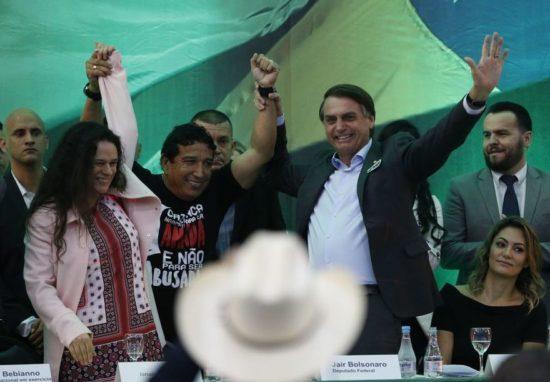 Janaina Paschoal pede saída imediata de Bolsonaro e se diz arrependida de voto