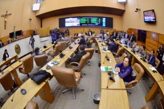 Redução de salários de deputados, governador, vice, secretários, juízes, desembargadores, promotores, conselheiros