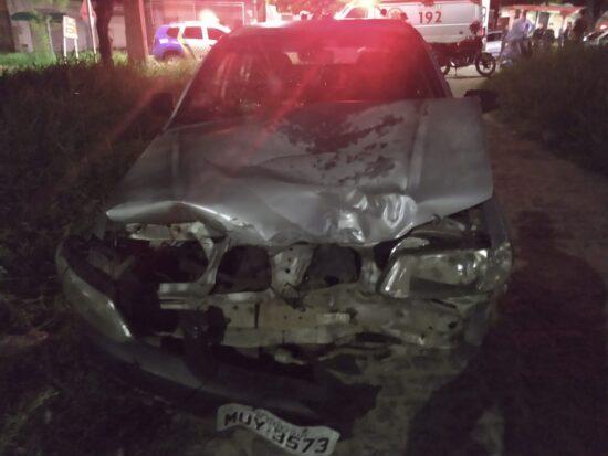 Condutor embriagado não respeita sinalização e colide frontalmente com motocicleta
