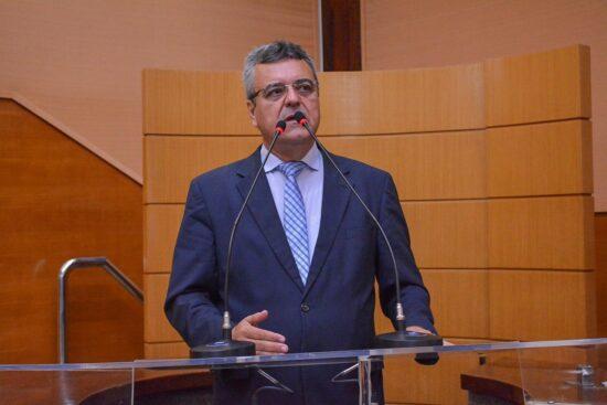 Alese aprova PL de Luciano Pimentel, que adota uso de QR Code em placas de obras públicas