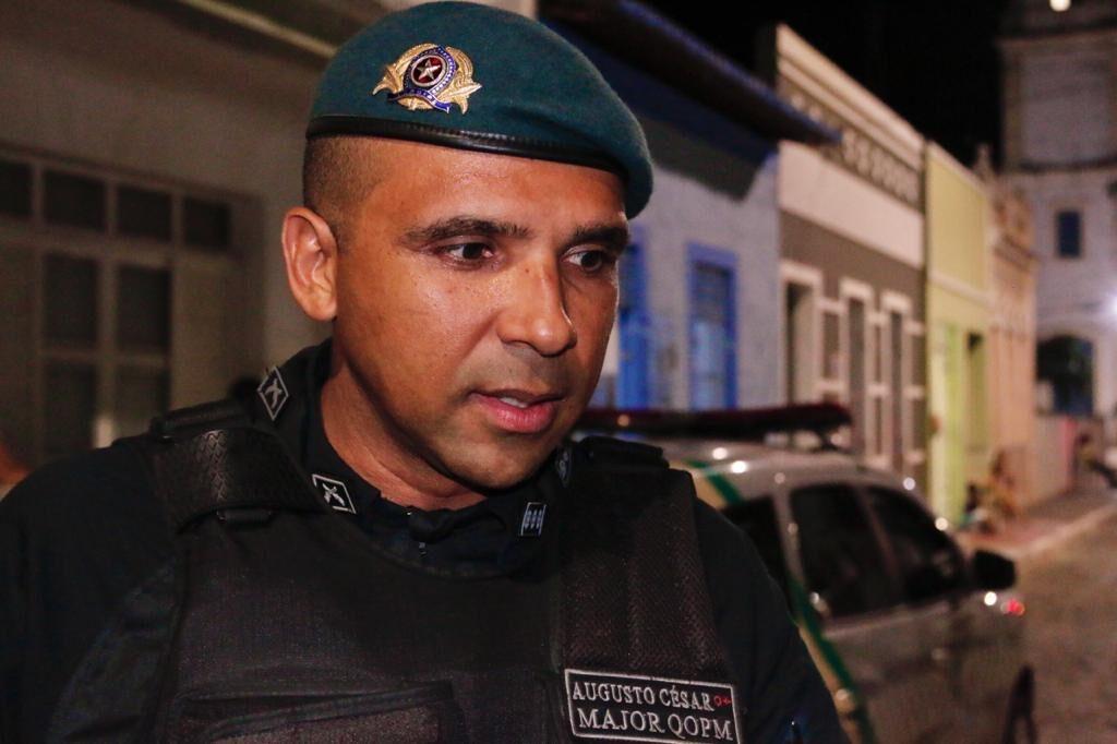 Foragido da justiça troca tiros com a polícia e é preso após tentar se esconder em vegetação do Rio Poxim