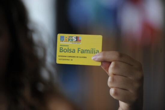 Governo revoga repasse de R$ 83,9 milhões do Bolsa Família para a Secom