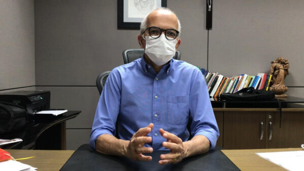 Prefeito de Aracaju anuncia alta médica após contrair a Covid-19