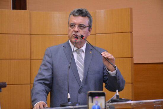 Governador adia abertura de templos religiosos e autoriza salões de beleza com restrições na Grande Aracaju