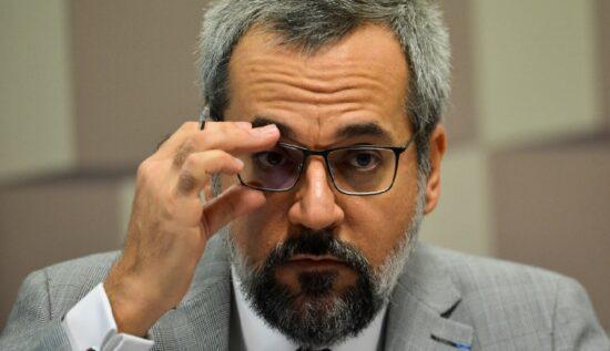 Senador pede prisão do ministro Weintraub e afastamento imediato do MEC