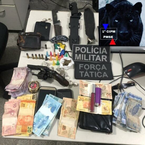 Polícia realiza prisão de dois homens por suspeita de tráfico de drogas e apreende uma arma em São Cristóvão