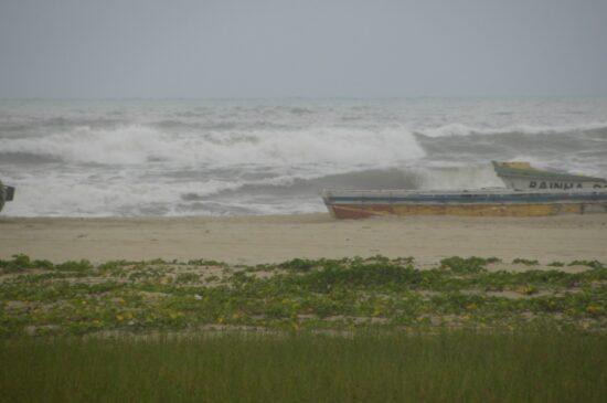 Capitania dos Portos de Sergipe alerta que perigos da ressaca do mar ocorrem até quinta-feira, 18