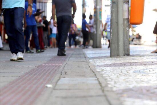 Ocupação de UTI's chega a 76% e volta a ameaçar retomada econômica