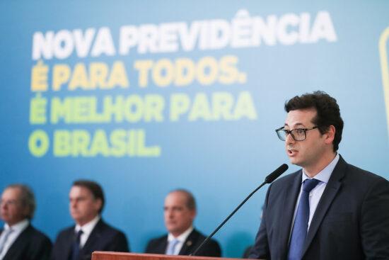 Governo pagou anúncios em canais de parlamentares: de Flávio Bolsonaro a petista
