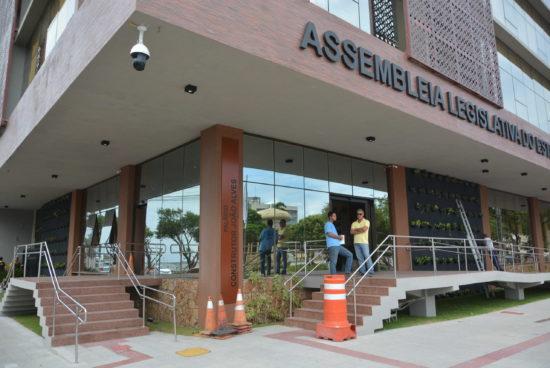 Filha do ministro Pazuello solicitou auxílio emergencial, diz jornal