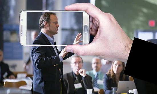 Veja 4 dicas para melhorar a oratória e vencer a timidez na internet