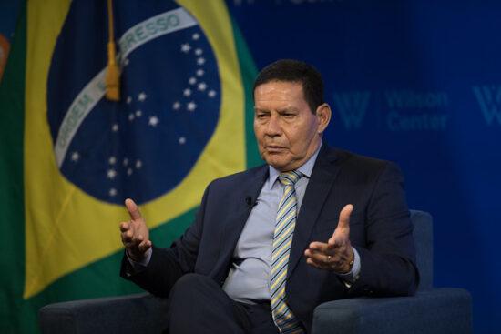 Mourão vira alvo de bolsonaristas após defender 5G de empresa chinesa