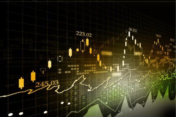 Ibovespa sobe após surpresa com dado americano, mas preocupação com ambiente fiscal segue no radar; dólar cai